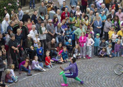 crowds go crazy for Tom