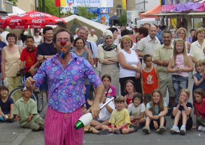 festival juggler