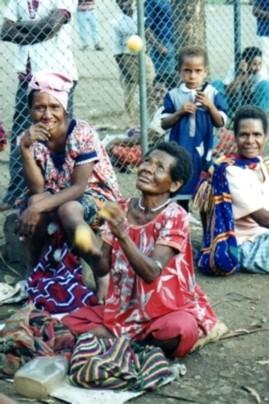 women juggling in PNG
