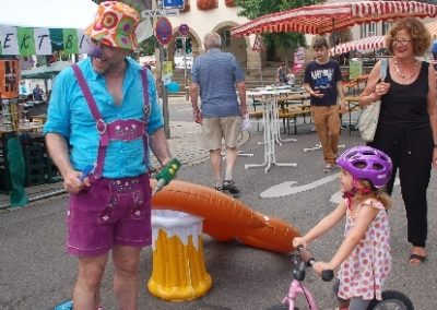Clown Zahnarzt Comedy Strassenfest Walkact