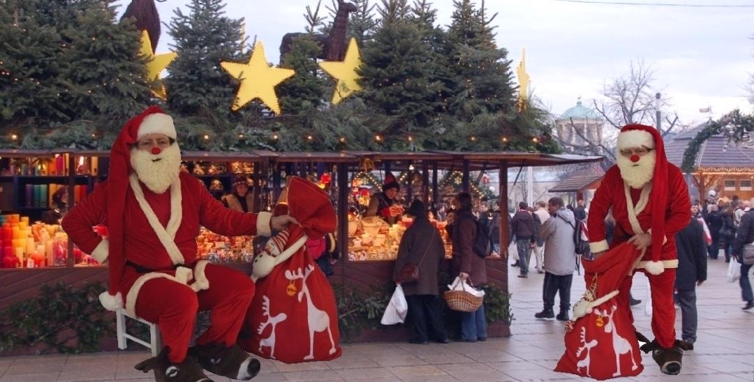 Christmas market walk-around entetainment